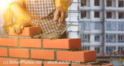Schwarzarbeit beim Hausbau: Geldbußen, Freiheitsstrafen, Nichtigkeit und weitere Folgen