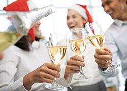 Die betriebliche Weihnachtsfeier richtig von der Steuer absetzen: Das müssen Sie beachten